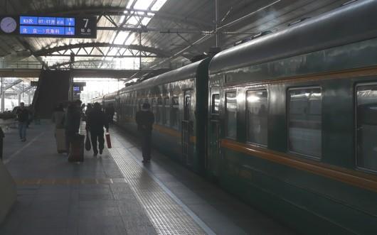 una numero K3 Pekingin rautatieaseman laiturilla 7. Matka kohti Moskovaa on alkamassa.