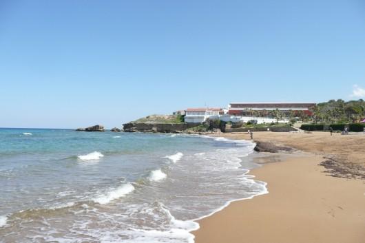 Kyproksen pohjoisrannikon rantanäkymää.