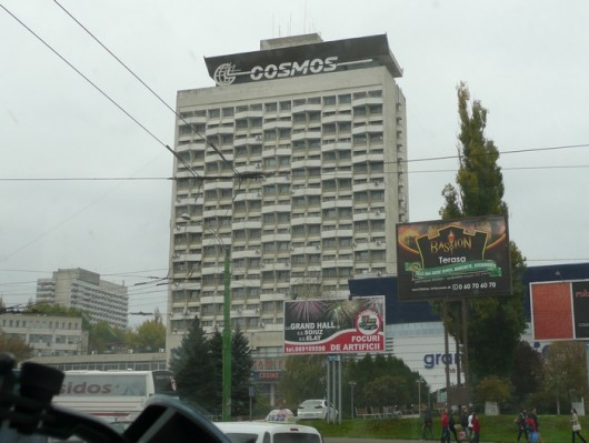 Onpas se suuri ja kotoisa. Hotel Cosmos Chisinaussa.