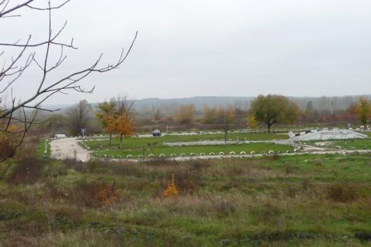 Moldovan maaseutua ja ajoharjoittelurata (?).