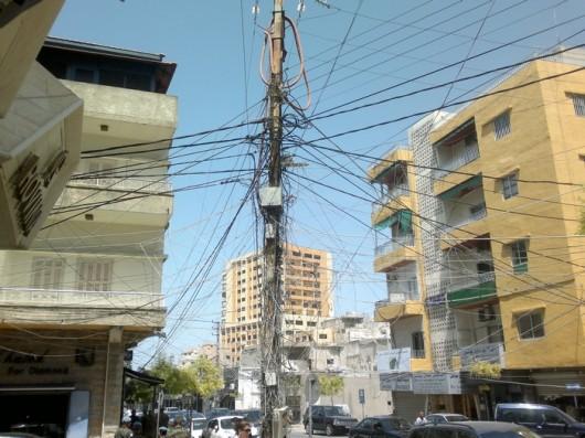 Sähköasennukset tuovat mieleen Aasian.