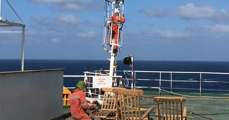 Sinista merta, lentokaloja, merimiesten ammatillisia puuhia