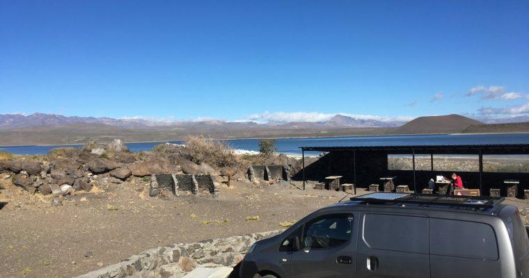 Vuoria ja järviä, kovaa tuulta, muita matkalaisia ja polttoainejuttuja