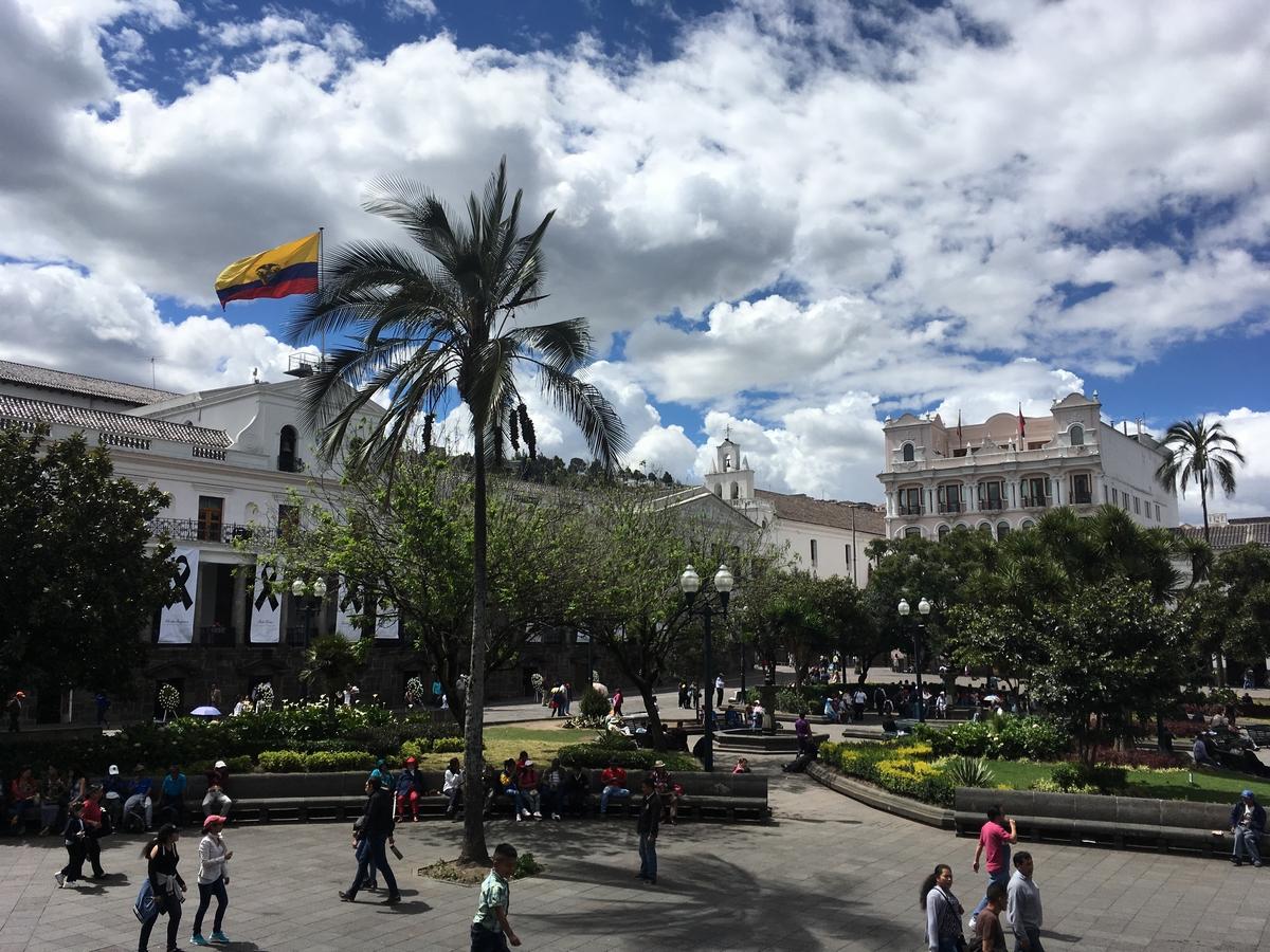 Vielä kerran Quitosta, pienistä ja suurista maista, unen laadusta ja hyttysistä