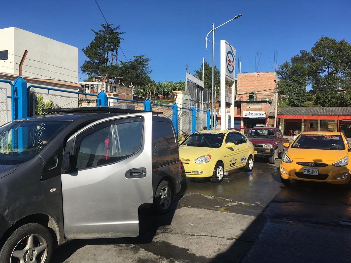 Pitkä lyhyt matka Bogotaan, Kolumbia liikenteestä, rengasrikoista ja kummallisista yöpaikkavalinnoista