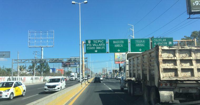 Meksikon maksullisilla moottoriteillä, mereltä toiselle