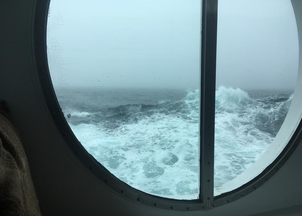 Aikamatkustusta ja suuria aaltoja Tyynellä valtamerellä