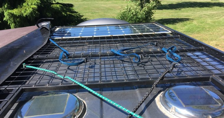 Retkiauton ilmanvaihtoa, aurinkopaneeleja, kattotelinettä – video